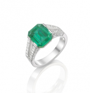 Colombian Emerald & Diamond £40,000